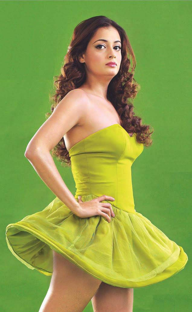 Dia Mirza thunder thighs, Dia Mirza sexy legs, Dia Mirza hot legs, Dia Mirza HD wallpaper, Dia Mirza in sexy skirt, Dia Mirza in green dress, Dia Mirza in short dress, Dia Mirza hot dress pics