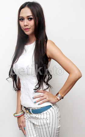 Foto Pakai Baju Pengantin, Gracia Indri Mau Nikah Lagi?