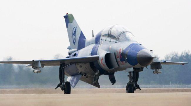 Jet tempur latih FTC-2000