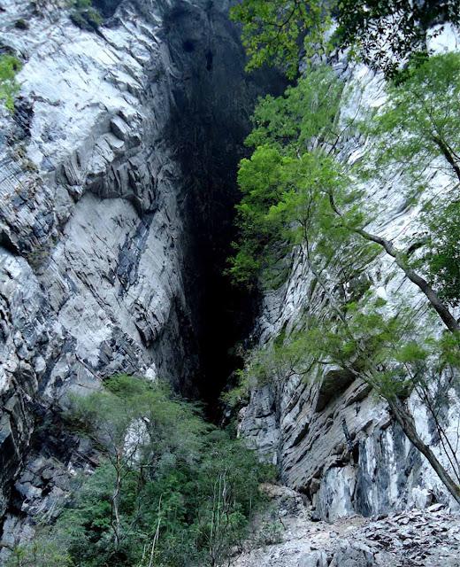 Maior entrada de caverna do mundo