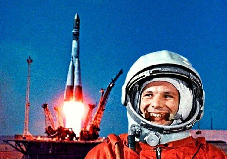 Yuri Gagarin insanoğlunun uzaya çıkabileceğini kanıtlayan ilk astronot oldu.