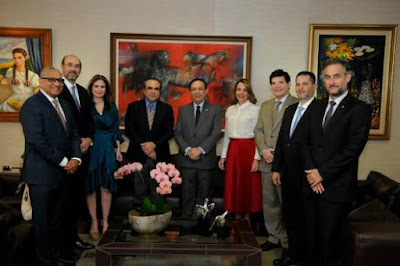 Gobernador Banco Central   recibe delegación de la Asociación de Industrias de la República Dominicana