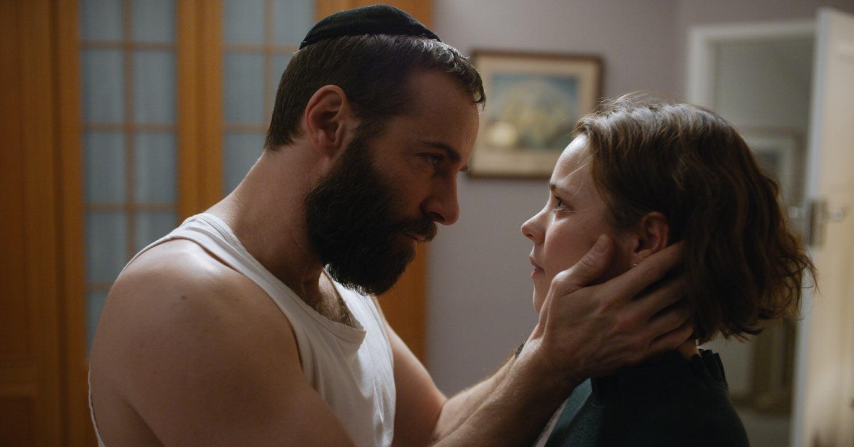 DISOBEDIENCE - pelicula -  Rachel McAdams y Alessandro Nivola