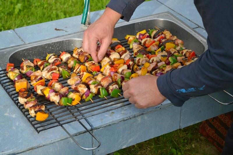 grill, co na grilla, szaszlyki, weekend, majowka, ogrod, szaszlyki drobiowe, rozpalamy grill, na ruszcie, jak zrobic szszlyki, grill fit, szszlyki z warzywami, blog, zycie od kuchni