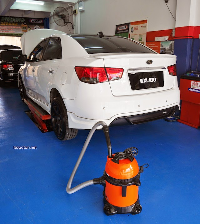 The Autosaver staff helps to vacuum your vehicle too