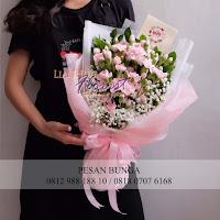 bunga valentine, bunga mawar valentine, handbouquet carnations, toko bunga, toko bunga florist, toko bunga valentine, toko bunga jakarta utara