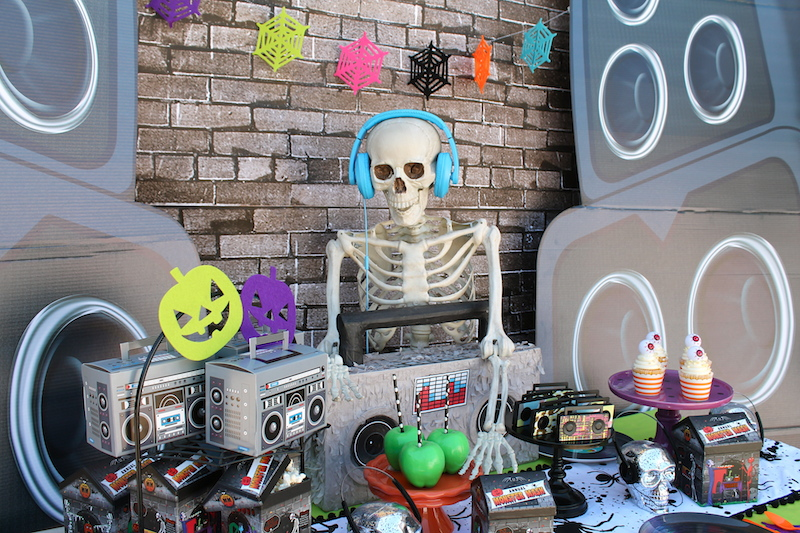 are you looking for some fun tween halloween party ideas i put together a bright age appropriate monster mash party featuring dj bones