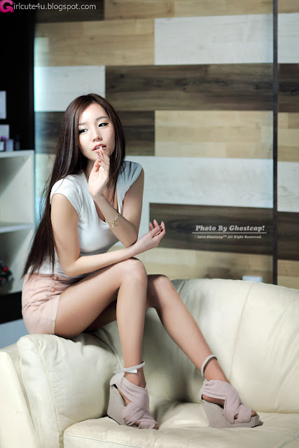 2 Lee Ji Min - White Top and Cream shorts-very cute asian girl-girlcute4u.blogspot.com