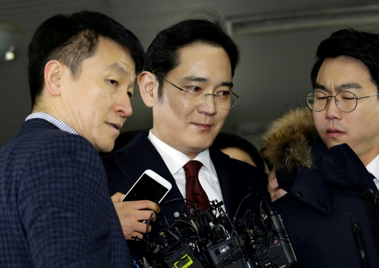 Lee Jae-yong (C) vice chairman of Samsung Electronics, is to be questioned over bribery allegations in the corruption scandal surrounding South Korean President Park Geun-Hye