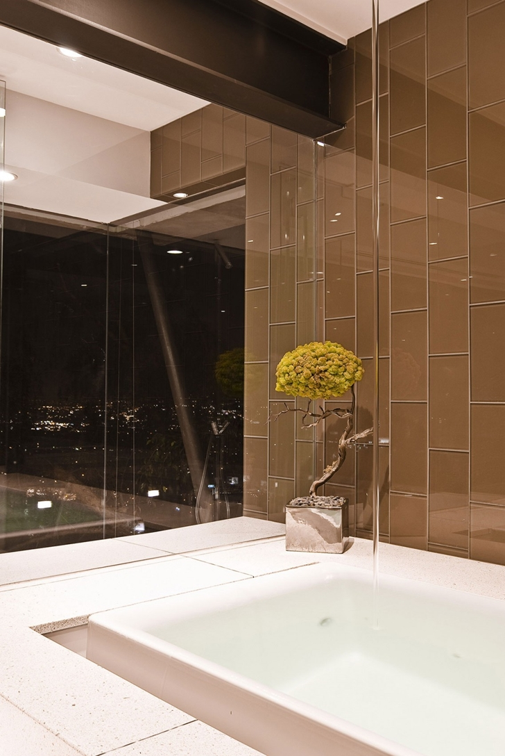Bathtub in Hollywood Mansion by Whipple Russell Architects