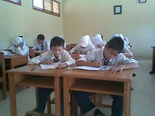 Pada kesempatan kali ini akan kami bagikan contoh latihan  Soal UTS Al Qur'an Hadits Kelas 7 8 9 MTs Semester 1 (Ganjil)