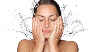 Manfaat Mencuci Muka  Pakai Air Hangat sebelum Tidur