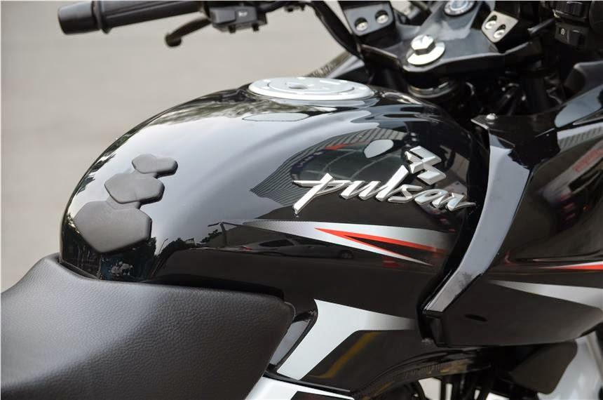 Pulsar 180 Black Hd Wallpapers Super Bike Dreamers Bajaj Pulsar 220 Get New Dual Tone