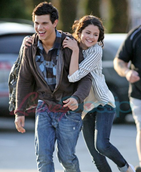 Super Hollywood: Taylor Lautner And His Girlfriend Selena ...
