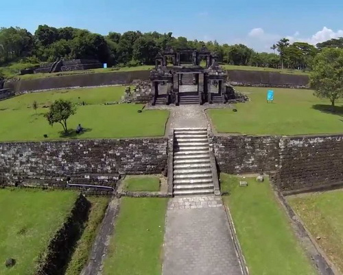 Tinuku.com Ratu Boko Temple in Sleman are palace complex ruins built by order Panangkaran of Sailendra dynasty