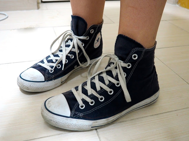 Thundercloud - outfit shoe details of dark blue high top Converse All Star sneakers/ trainers