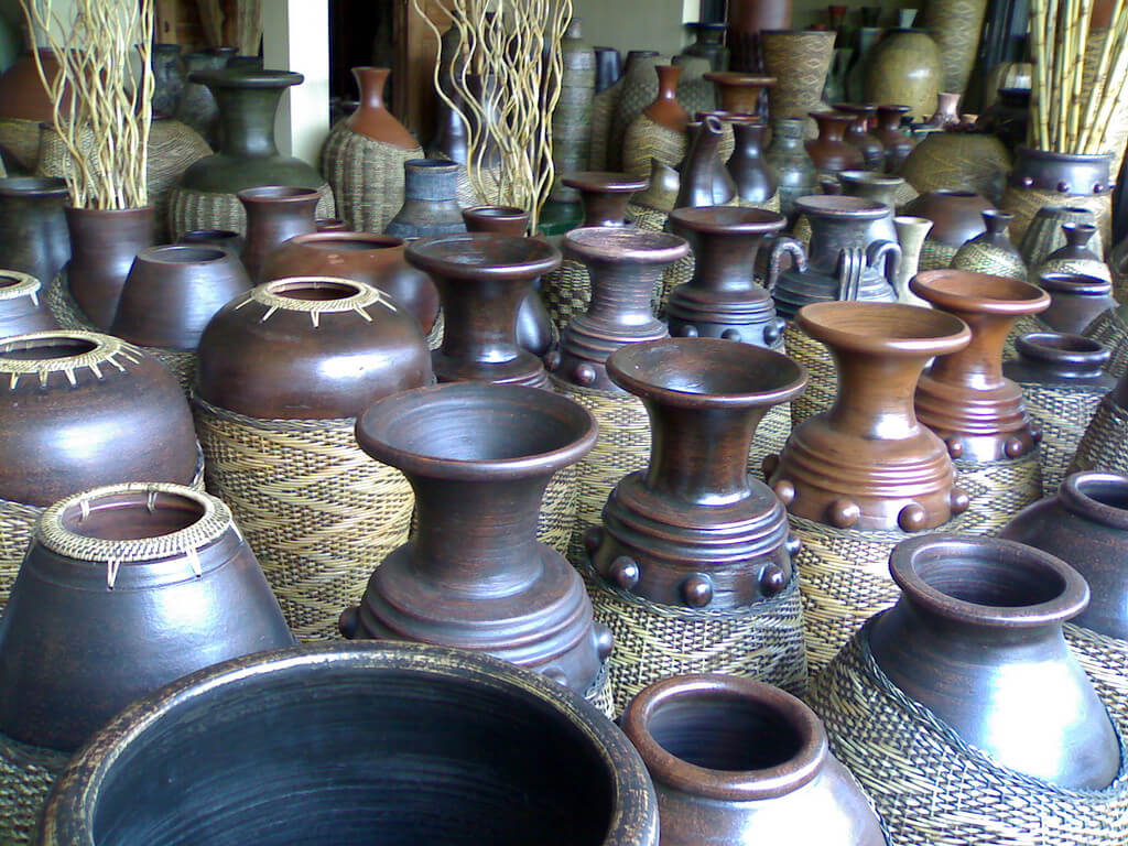 Kumpulan Koleksi Kursi Dan Lemari Merupakan Contoh Dari Pada Seni Rupa Terbaru