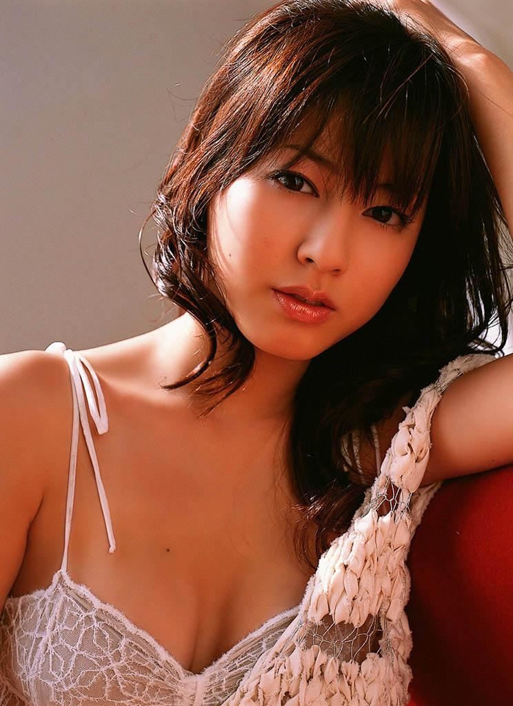 yumi sugimoto sexy bikini pics 01