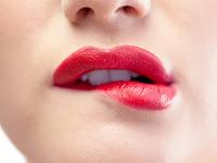 Cara Mengatasi Bibir Gelap Menjadi Cerah Dalam Seketika (Teknik Tercepat dan Termudah)