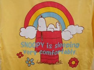中古品のスヌーピーシャツ黄色の裏側ロゴです。