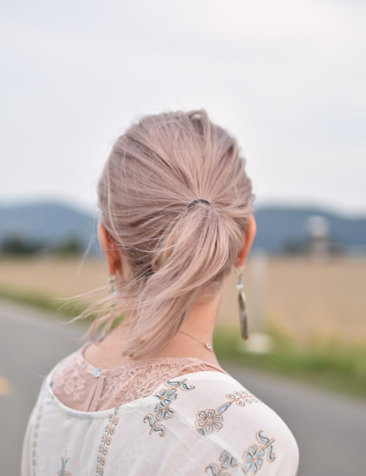 Monika Faulkner outfit inspiration - pink lace-trimmed camisole, white damask-patterned kimono