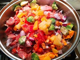 Свинина тушеная с овощами