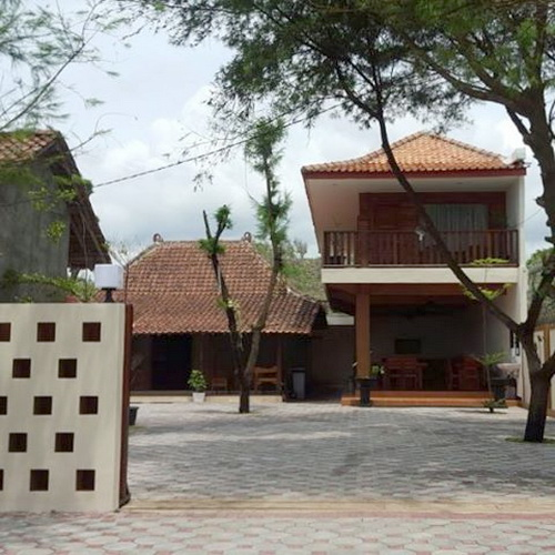 De Omah Slili hostel integrate classic Limasan house and ...