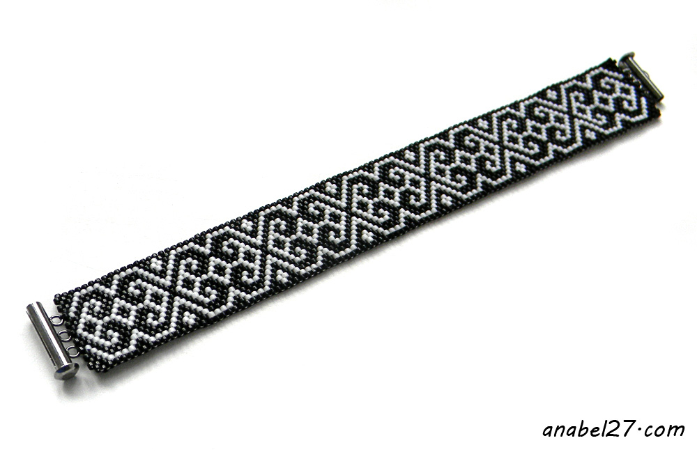 Black and White beaded bracelet - monochrome bracelet - beadwork jewelry - summer seed bead bracelet