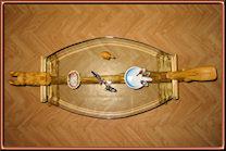 Dragones y sirena. Mesa con cristal ovalado. Talla de Serapio Hernandez. Vista superior.