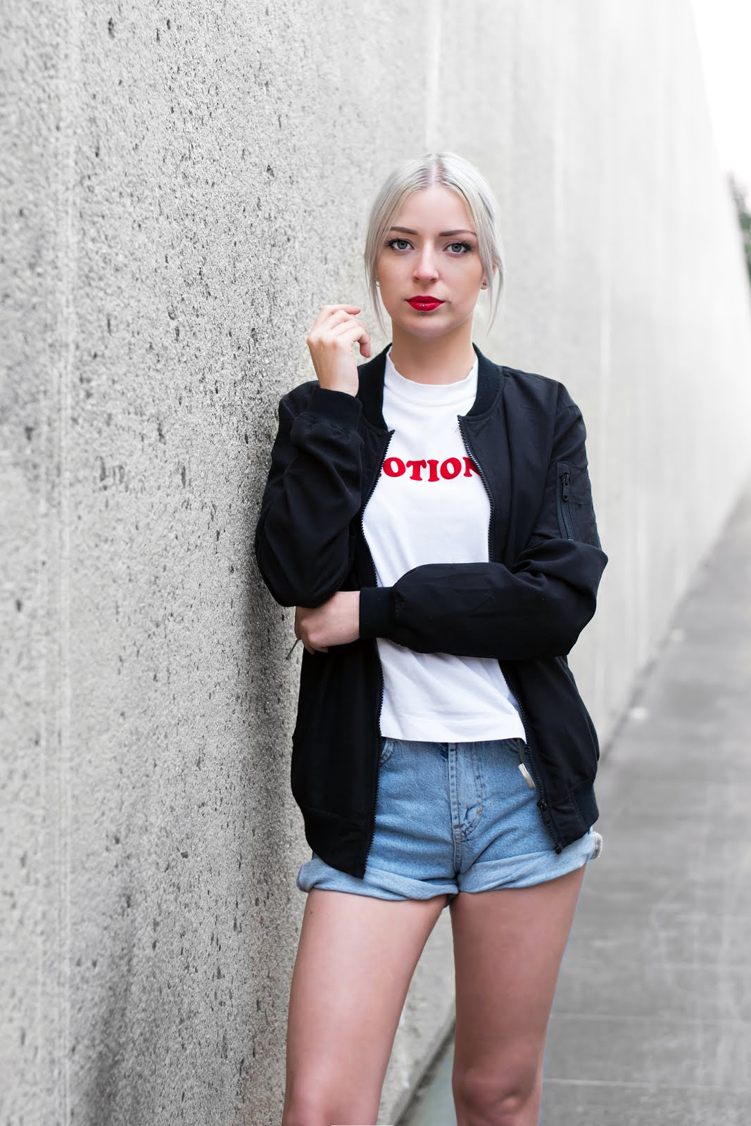 Bomber jacket, bershka, black, denim mom shorts, weekday carrie t-shirt, outfit, street style, belgium