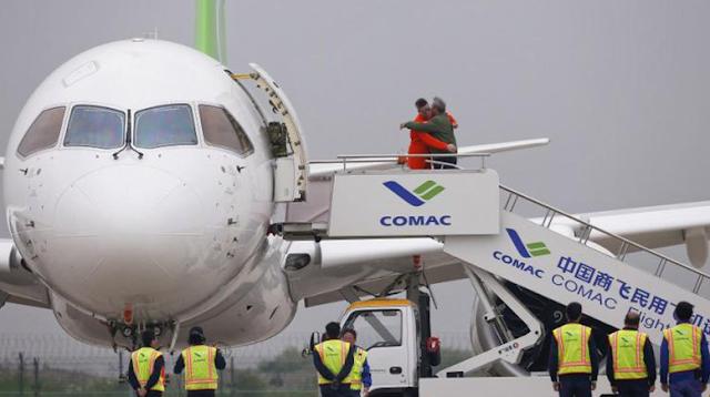 Luar Biasa Pesawat Penumpang Buatan China Terbang Perdana Menjadi Saingan Airbus dan Boeing