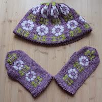 https://laukkumatka.blogspot.com/2018/11/kukkalahja-blooming-knitset.html