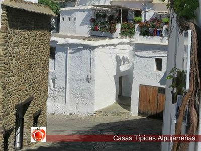Las Casas típicas Alpujarreñas suelen ser construcciones sencillas,adaptadas a la ladera.