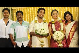 Vineeth Sreenivasan Biography Profile Family Wife Son Daughter Father Mother Age Height Marriage Photos