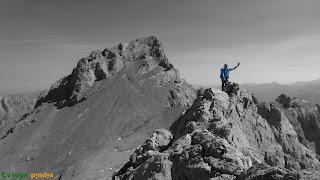 En la cima de las Coteras Rojas en los Picos de Europa.