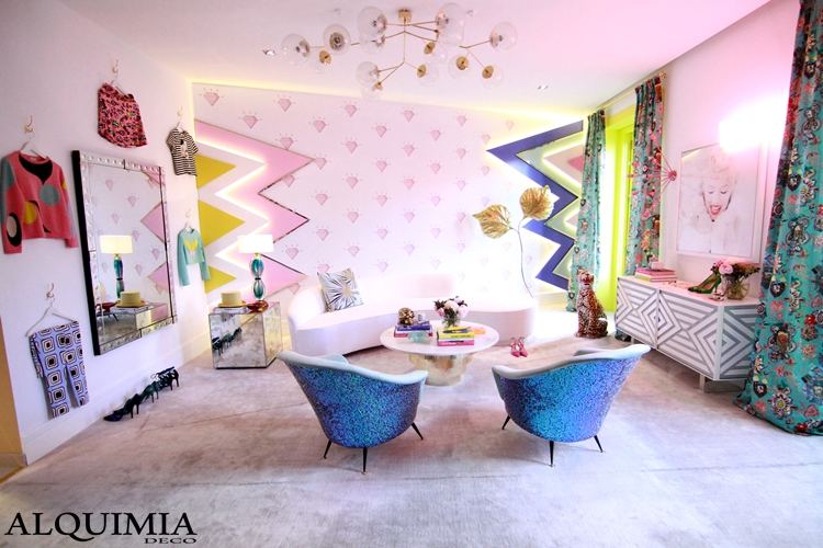 casa-decor-madrid-2016-diamantes-rosa-butacas-azules-estilo-ecletico