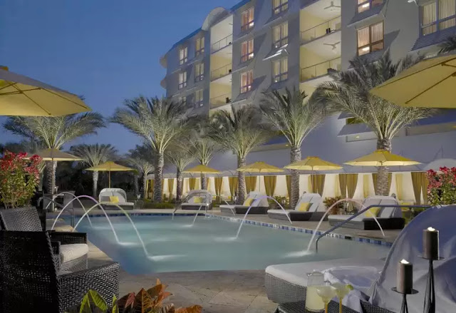 Located minutes from the art and cultural hub of Sarasota, Florida, Hyatt Residence Club Sarasota, Siesta Key Beach is an oasis of island calm just feet away from the crystal clear Gulf of Mexico waters.