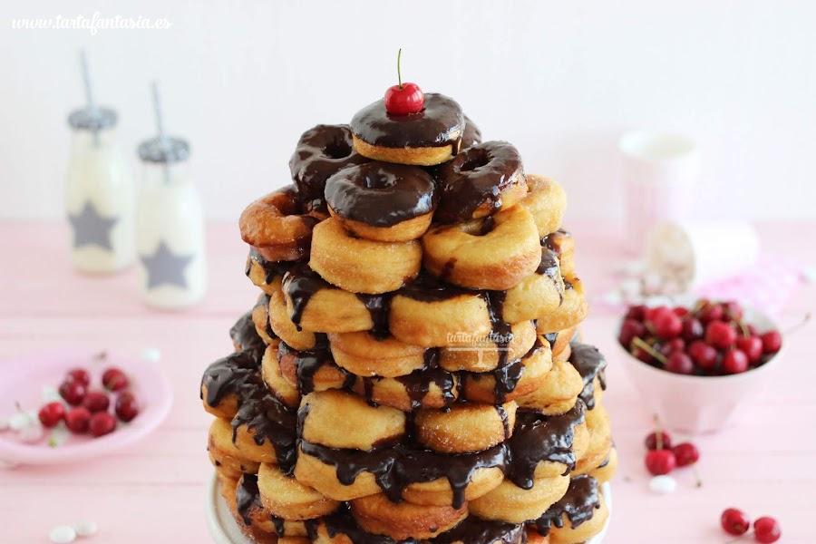 como hacer una tarta de donuts