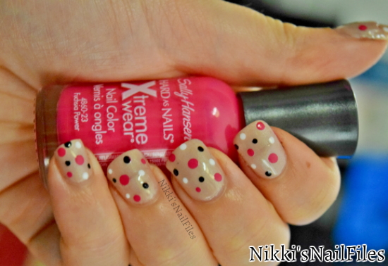 polka dots; manicure with polka dots
