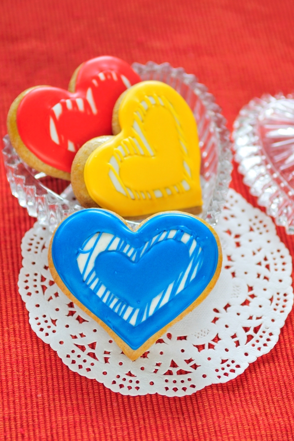 Modern Valentine's Day Heart Cookies Recipe - via BirdsParty.com