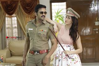 Santhanam Amyra Dastur Starring Odi Odi Uzhaikkanum Tamil Movie Stills  0007.jpg