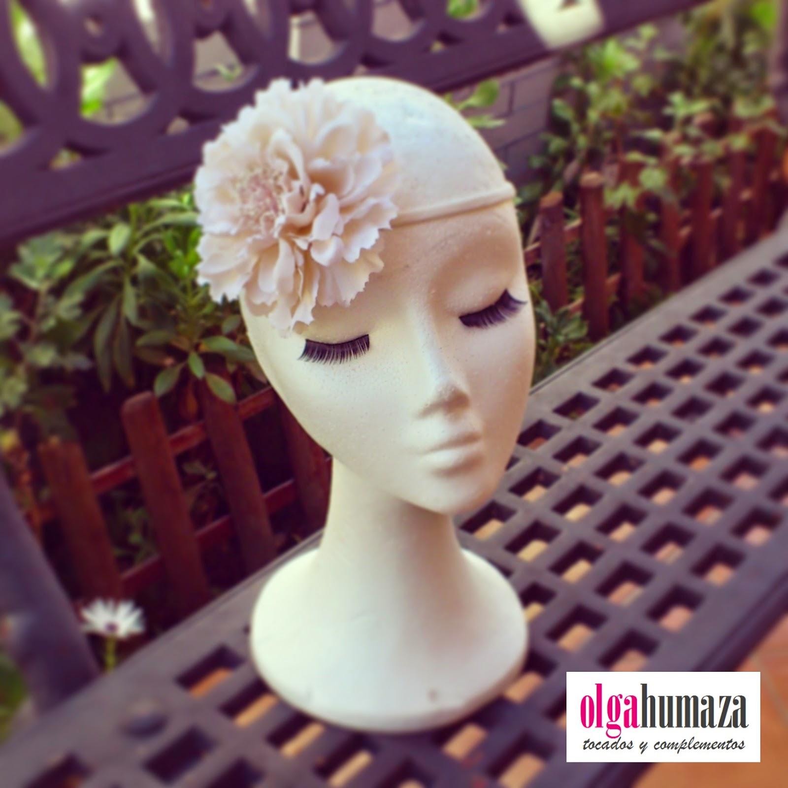 http://olgahumaza.blogspot.com.es/2014/09/a24-tocado-cinta-flor-beige.html