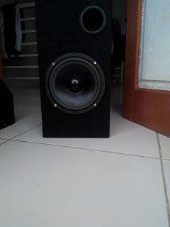contoh speaker flat