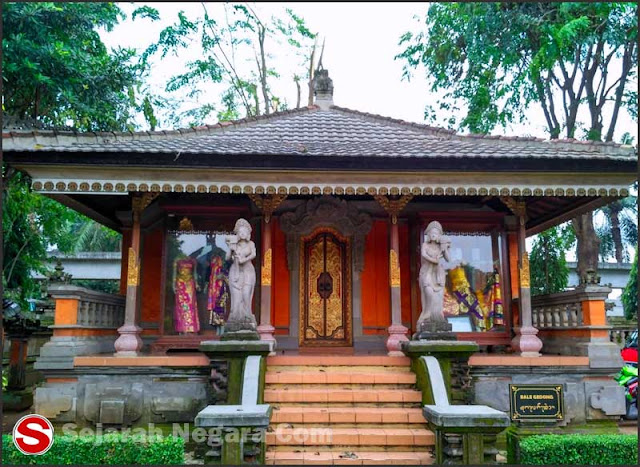 Foto Desain pintu rumah adat Bali