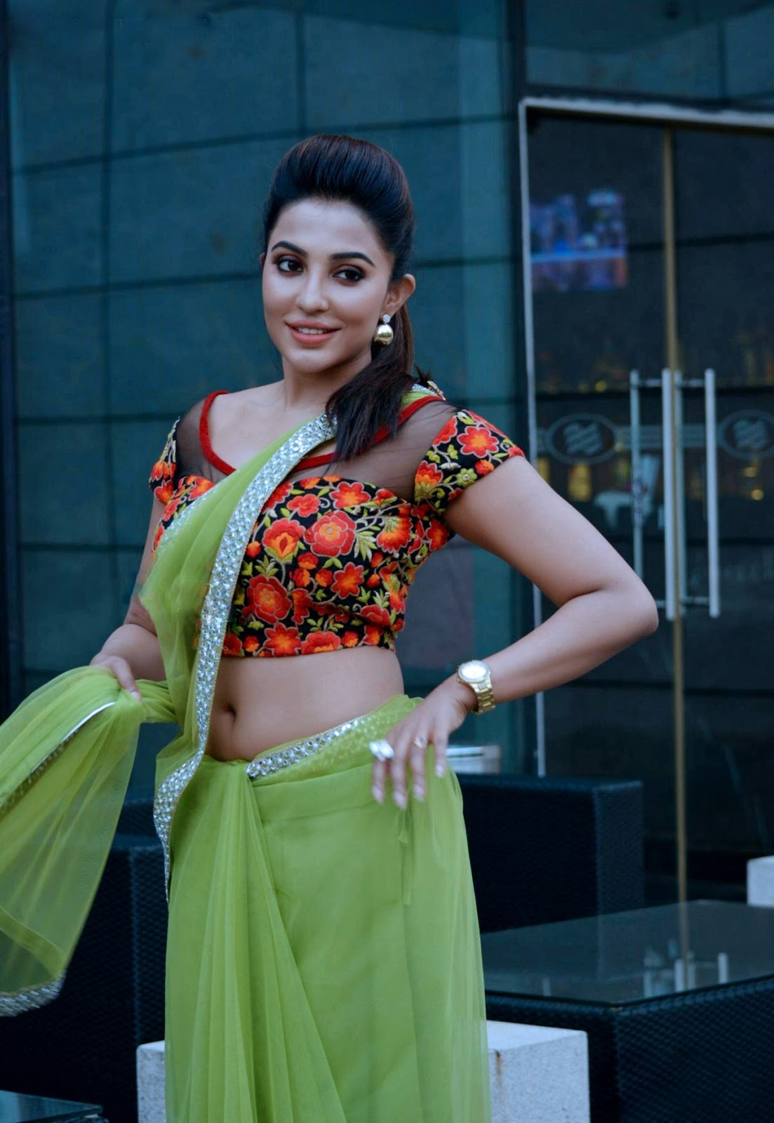 Hot Parvathy Nair Sexy Navel Show