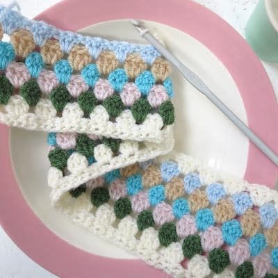 ByHaafner, crockery, plate pastel, crochet, granny stripe, granny chic, work in progress, cushions