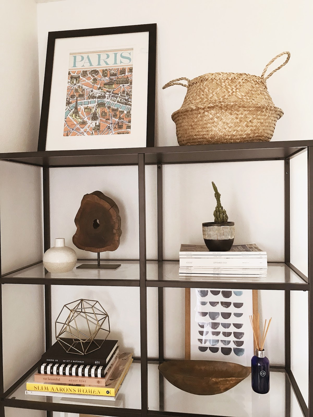 cute, affordable bookshelf decor