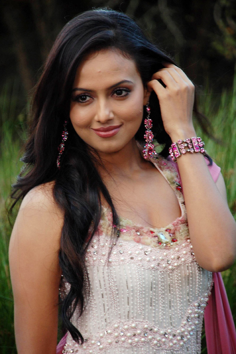 Sana khan hot pictures