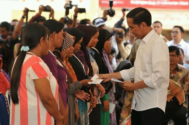 Jokowi Curang, Bansos Kembali Dijadikan Mesin Top Up Elektabilitas