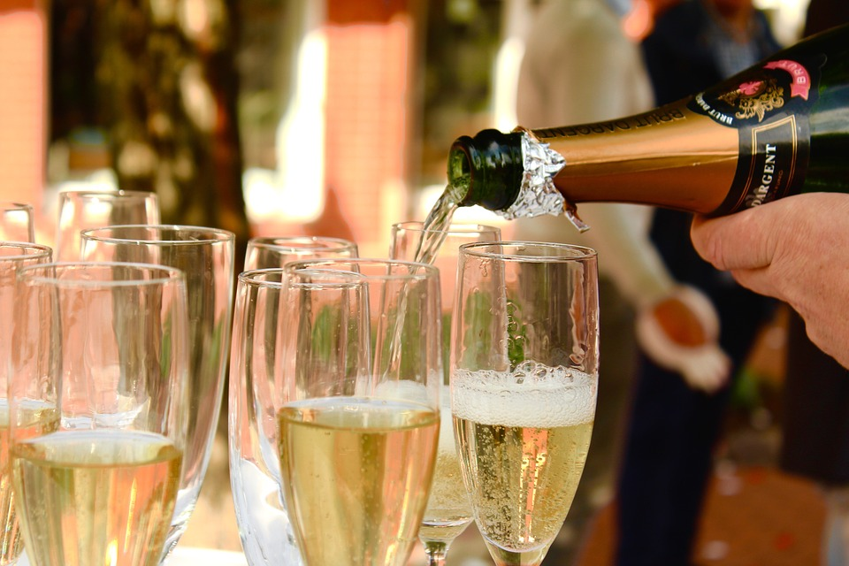 How To Serve Champagne At Home